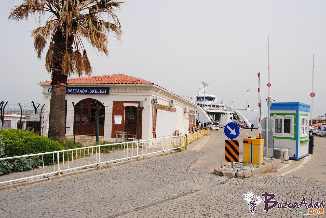bozcaada gestaş feribot iskelesi